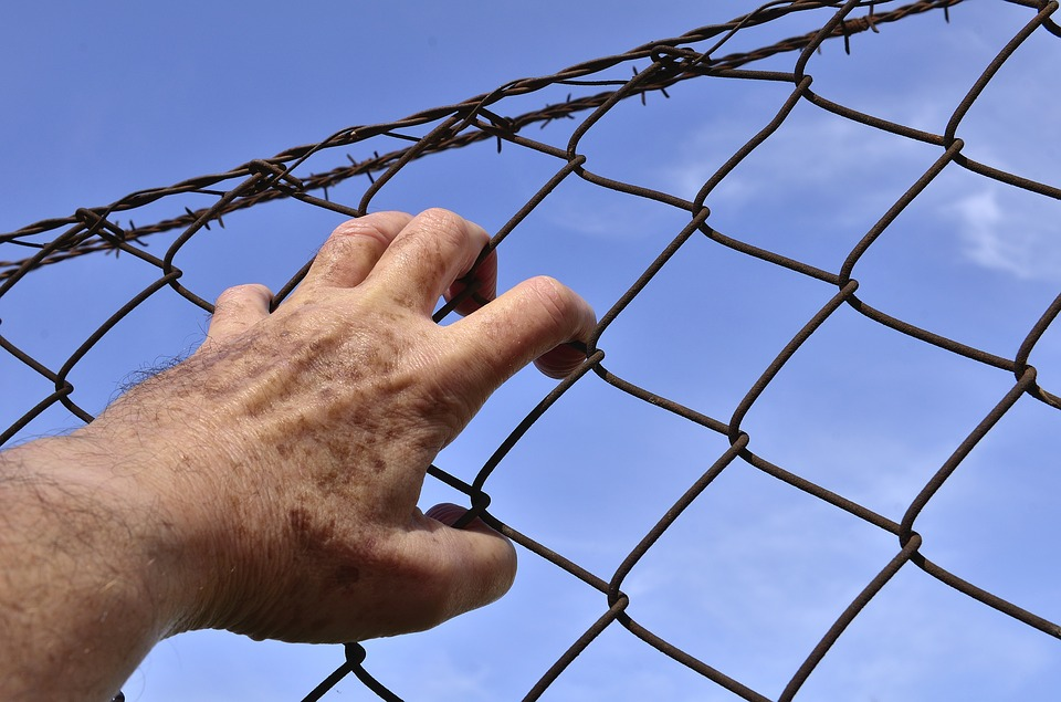 Corso Quote, Hand on a prison fence and sky