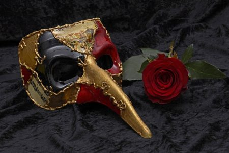Horace Quote, Venice mask at carnival with rose